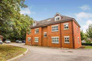 2 Bedrooms Flat for sale in St. Ronans View, Dartford, Kent
