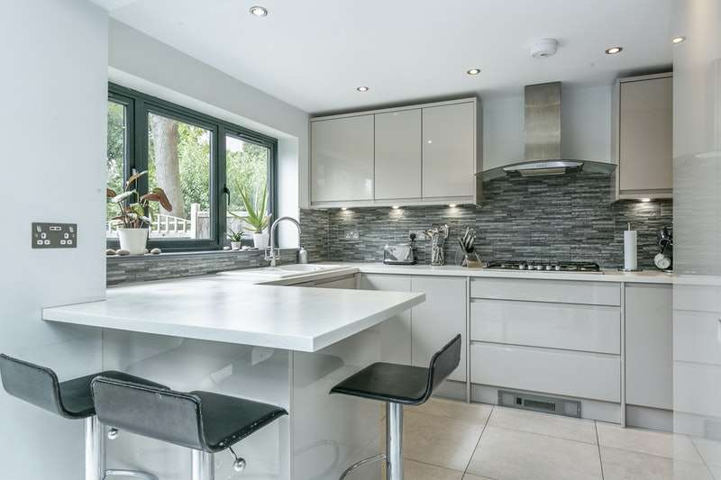 4 Bedrooms Semi Detached House for sale in Chace Avenue, Potters Bar, Hertfordshire, EN6