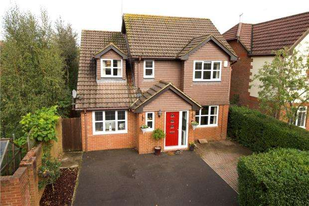 4 Bedrooms Detached House for sale in Grensell Close, Eversley, Hook