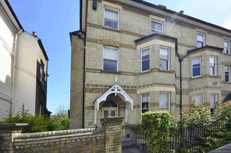 2 Bedrooms Flat for rent in Gayton Cresent, Hampstead, NW3
