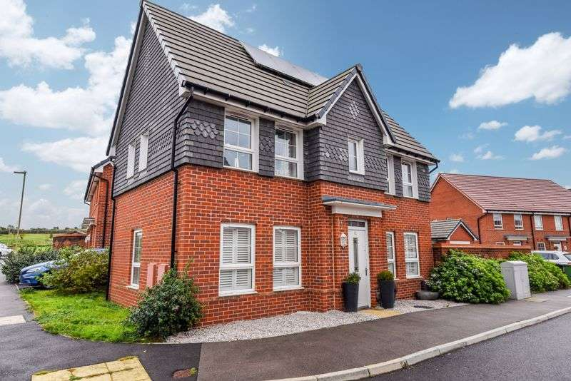 3 Bedrooms Property for sale in Foxglove Way, Clanfield