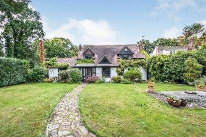 4 Bedrooms Detached House for sale in Verwood, Dorset, .