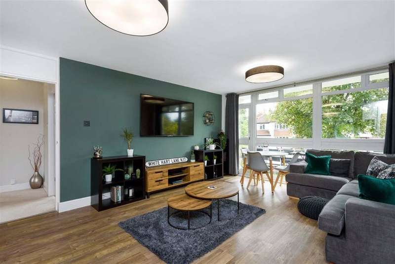 2 Bedrooms Flat for sale in Bourne Way, Hayes
