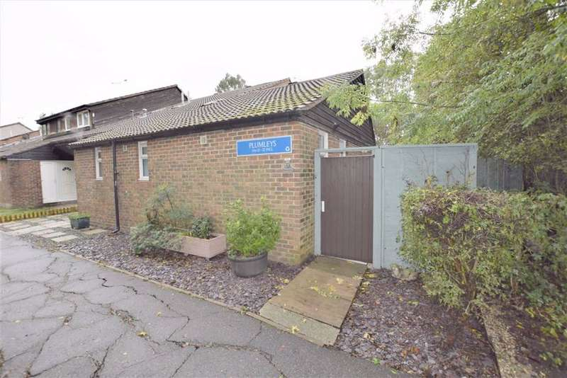 1 Bedroom Semi Detached Bungalow for sale in Plumleys, Basildon, Essex