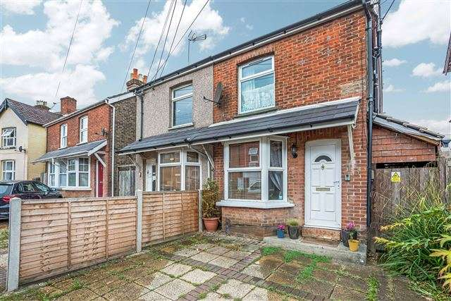3 Bedrooms Semi Detached House for sale in Horsham Road, West Green, Crawley