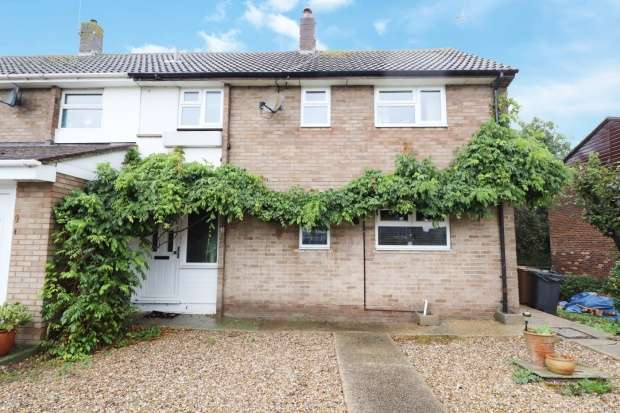 Semi Detached House for sale in Meadgate Avenue, Chelmsford, Essex, CM2 7NG