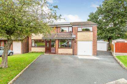 4 Bedrooms Detached House for sale in Edale Close, Leyland, Lancashire, PR25