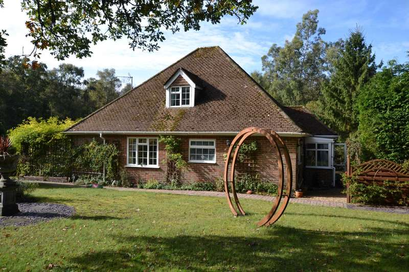 2 Bedrooms House for sale in Hollywater Road, Hollywater, Bordon, Hampshire, GU35