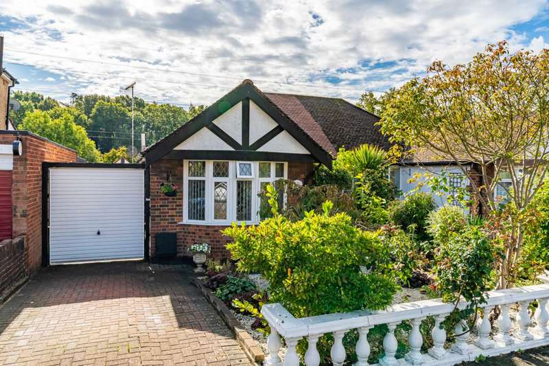 2 Bedrooms Bungalow for sale in Park Avenue, North Bushey