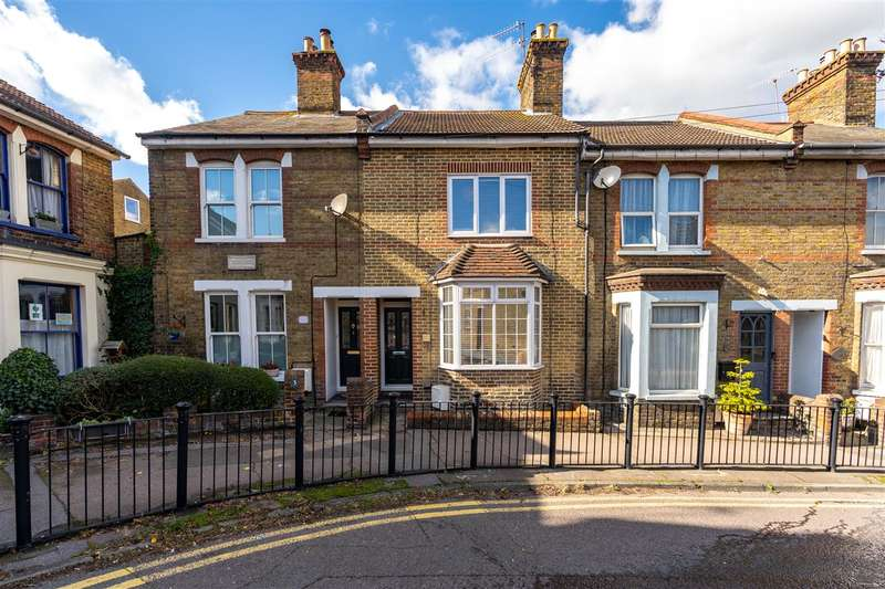 3 Bedrooms Terraced House for sale in Forbes Road, Faversham