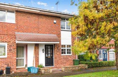 2 Bedrooms Terraced House for sale in Glendower Crescent, Orpington