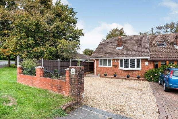 2 Bedrooms Bungalow for sale in Oakley, Basingstoke, Hampshire