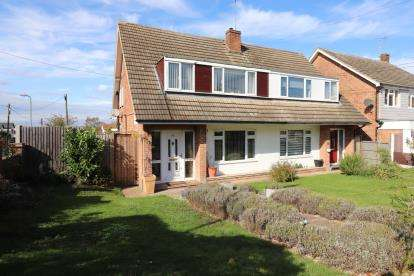 3 Bedrooms Semi Detached House for sale in Rayleigh, Essex, .