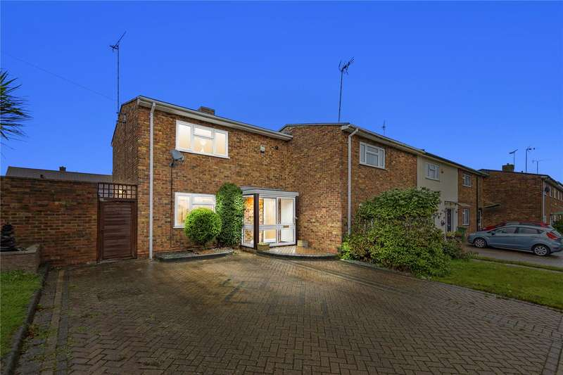2 Bedrooms End Of Terrace House for sale in Pattiswick Square, Basildon, Essex, SS14