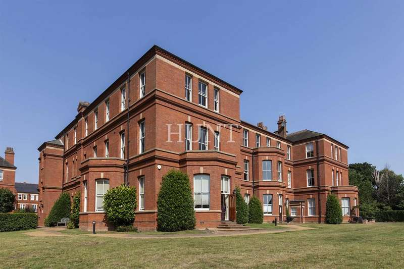 3 Bedrooms Apartment Flat for sale in Goldsmith House, Repton Park IG8