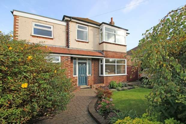 4 Bedrooms Detached House for sale in Fleetwood Road North, Thornton-Cleveleys, FY5