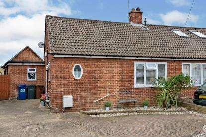 2 Bedrooms Bungalow for sale in Stanford-Le-Hope, Thurrock, Essex