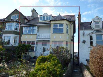 4 Bedrooms Maisonette Flat for sale in Walthew Avenue, Holyhead, Sir Ynys Mon, LL65