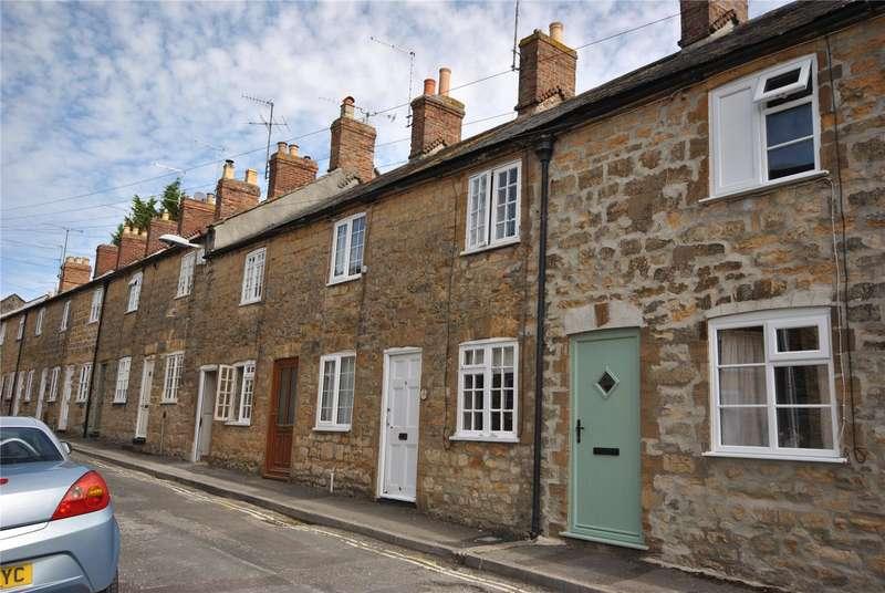 2 Bedrooms Terraced House for sale in George Street, Sherborne, Dorset, DT9