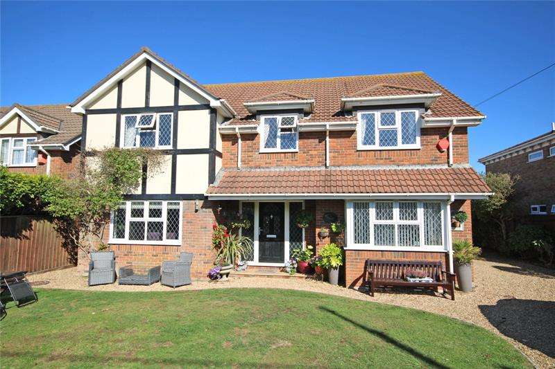 5 Bedrooms Detached House for sale in Barton Wood Road, Barton on Sea, New Milton, Hampshire, BH25