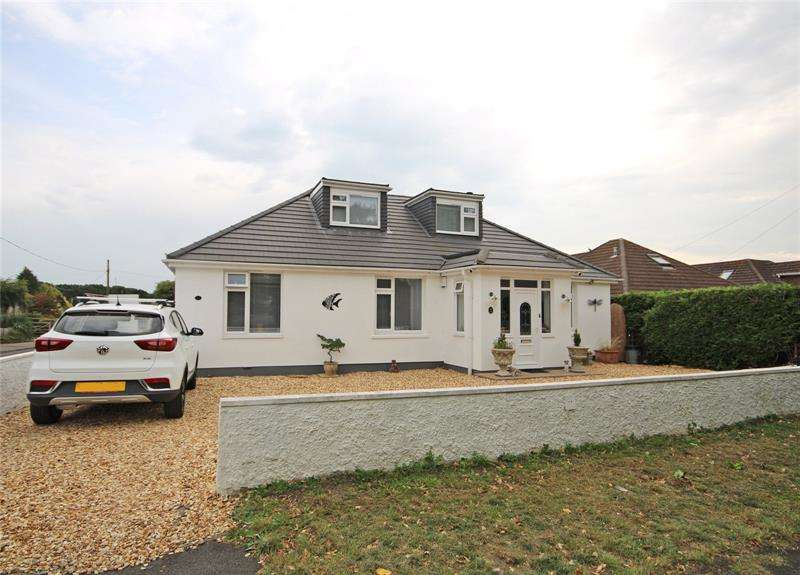 5 Bedrooms Bungalow for sale in Heath Road, Hordle, Lymington, Hampshire, SO41