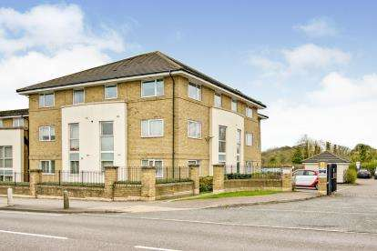 2 Bedrooms Flat for sale in Hogg Lane, Grays, Essex