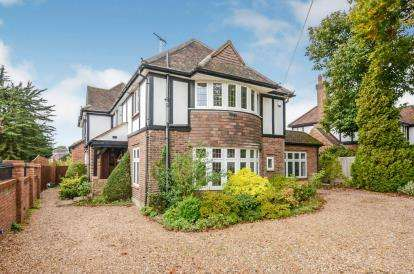 6 Bedrooms Detached House for sale in Hempstead Road, Watford, Hertfordshire, .