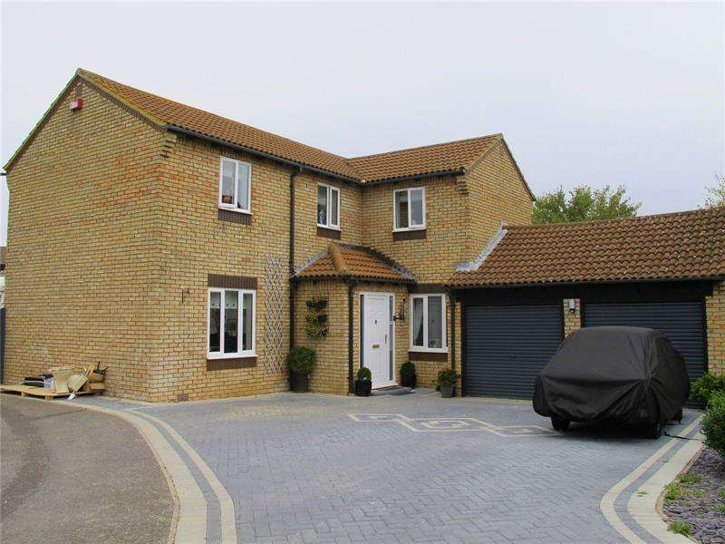 3 Bedrooms Detached House for sale in Blackbird Way, Lee-On-The-Solent, Hampshire, PO13