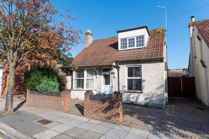 4 Bedrooms Bungalow for sale in Cosham, Portsmouth, Hampshire