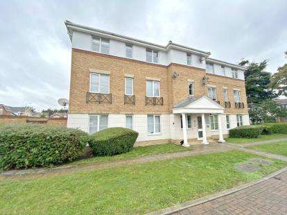 2 Bedrooms Flat for sale in Hornchurch, Havering, Essex