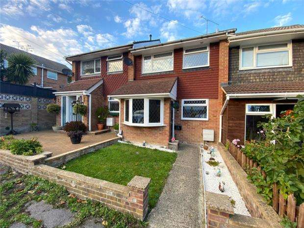 3 Bedrooms Terraced House for sale in Maple Gardens, Yateley, Hampshire