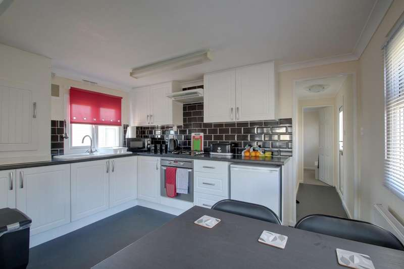 1 Bedroom Park Home Mobile Home for sale in St. Osyth Road, Little Clacton, Clacton-On-Sea