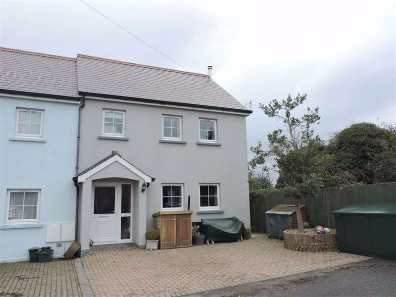 4 Bedrooms End Of Terrace House for sale in Wallis Court, Fishguard