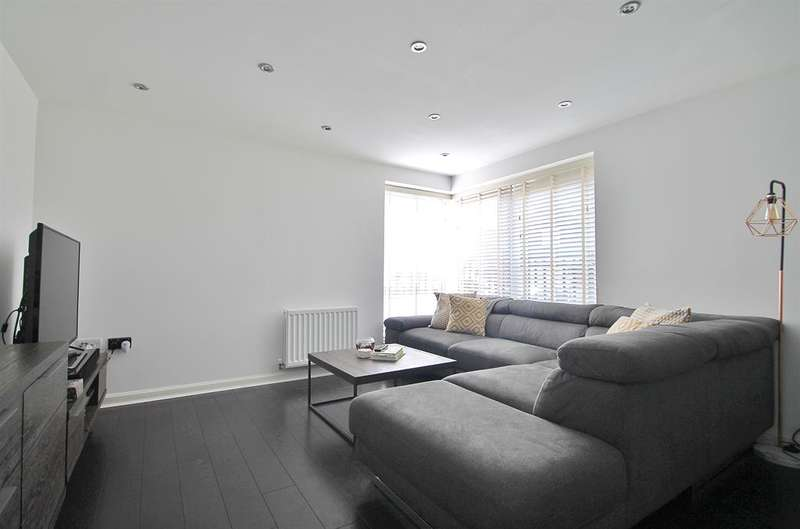 2 Bedrooms Flat for sale in Greenview House Westwood , Gravesend