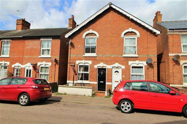 2 Bedrooms Semi Detached House for sale in Victor Road, New Town, Colchester, CO1