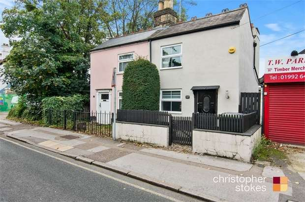 2 Bedrooms Semi Detached House for sale in Turners Hill, Cheshunt, Hertfordshire
