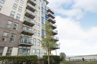 2 Bedrooms Flat for sale in Clarinda House, Clovelly Place, Greenhithe, Kent
