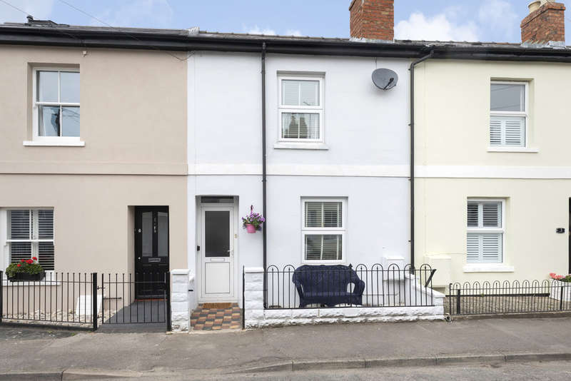 2 Bedrooms Terraced House for sale in Moorend Terrace, Leckhampton Gl53