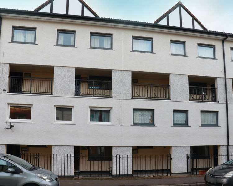 4 Bedrooms Maisonette Flat for sale in Wolvesey, Rochdale, Greater Manchester, OL11