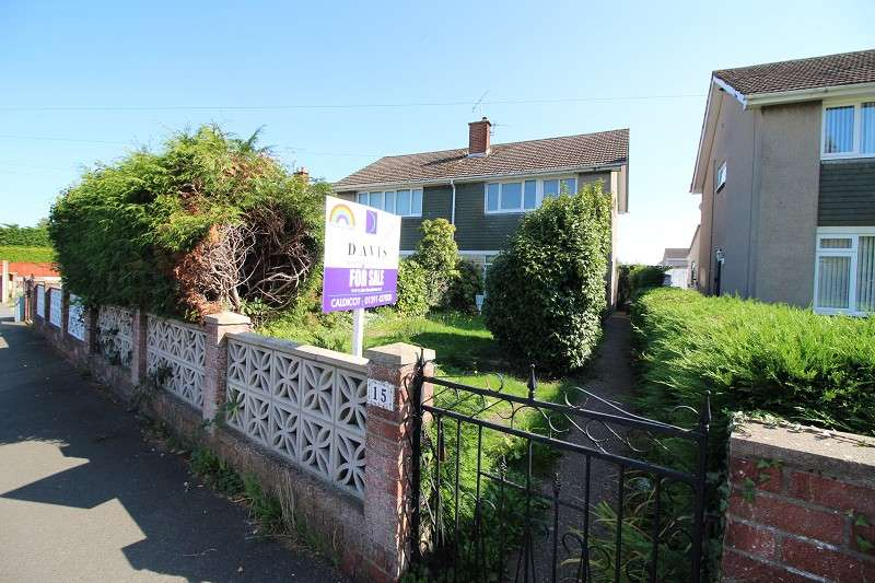 3 Bedrooms Semi Detached House for sale in Woodstock Way, Caldicot, Mon. NP26 5DB