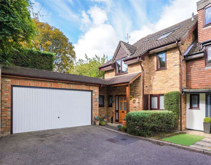 4 Bedrooms Semi Detached House for sale in The Willows, Weybridge, Surrey, KT13