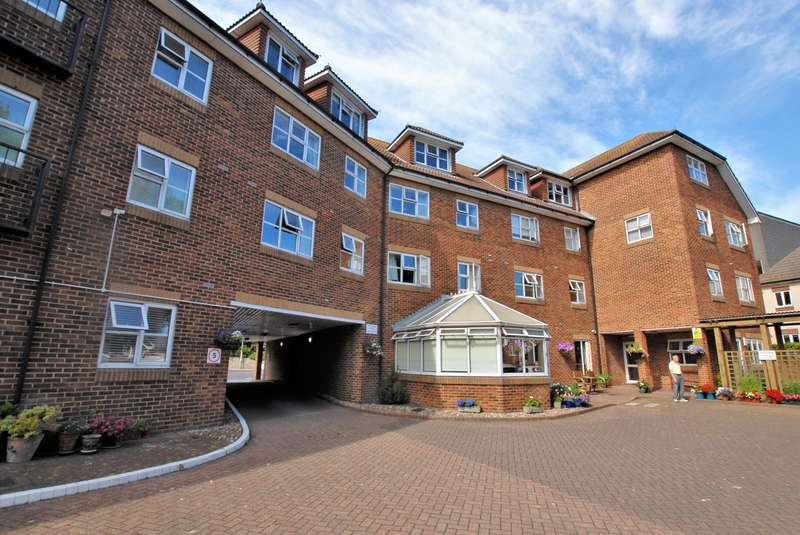1 Bedroom Flat for sale in East Street, Hythe, CT21