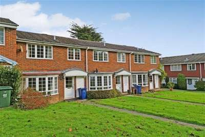 3 Bedrooms House for rent in Oaklands, Haslemere, GU27 3RD