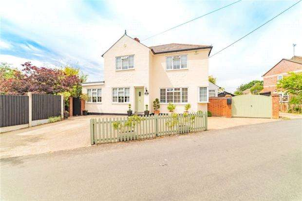 3 Bedrooms Detached House for sale in Queens Road, West Bergholt, Colchester