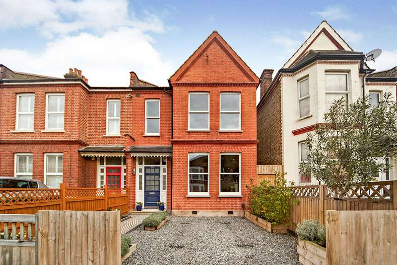 3 Bedrooms End Of Terrace House for sale in Birkhall Road, London, SE6