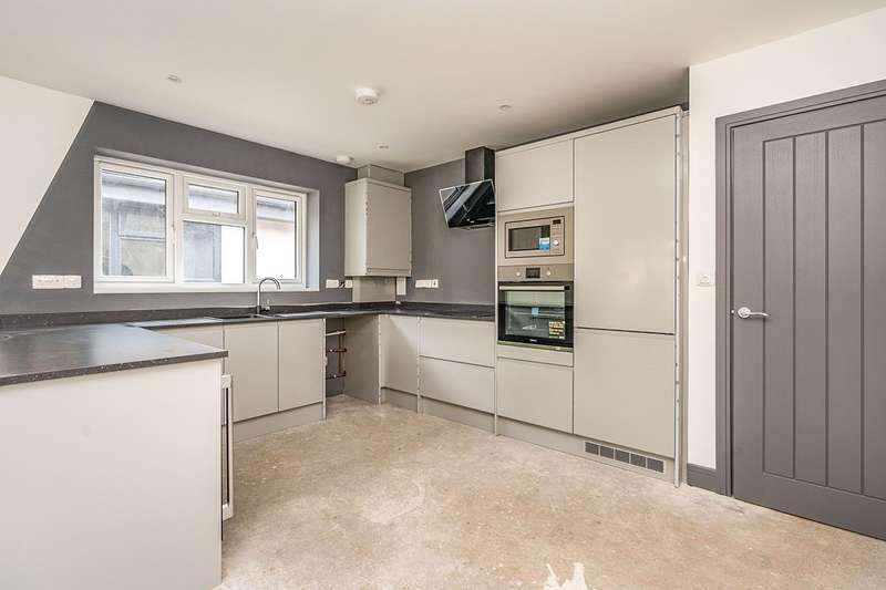 2 Bedrooms Detached Bungalow for sale in Queens Road, Gillingham, Kent, ME7