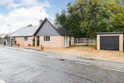 2 Bedrooms Bungalow for sale in Rivenhall, Witham, Essex