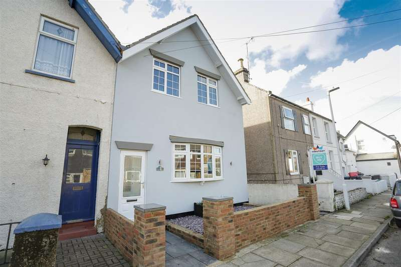 3 Bedrooms Semi Detached House for sale in York Terrace, Birchington