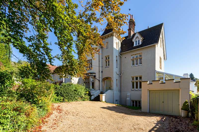 4 Bedrooms House for rent in Reigate Hill Reigate RH2