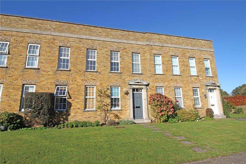 2 Bedrooms Apartment Flat for sale in Hamilton Court, De La Warr Road, Milford on Sea, Lymington, SO41